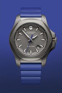 Victorinox-Titanium-inox-bleu-soldat