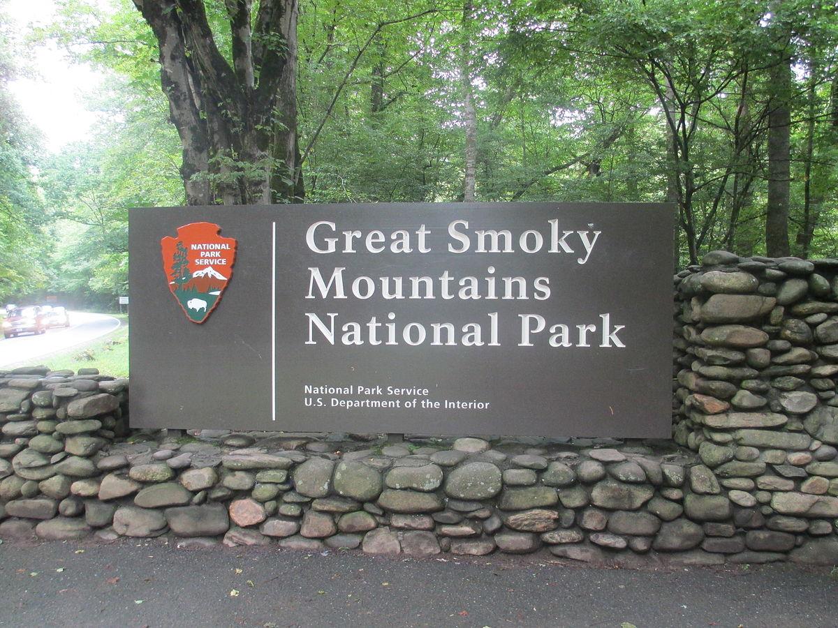 1200px-cherokee_nc_entrance_sign_to_great_smoky_mtn-_nat-_park_img_4905_274744