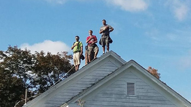 roofers-standing-national-anthem_371415