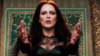 Julianne Moore doesn't quite ruin her chances for this year's Oscar, but she's also not very inspiring.