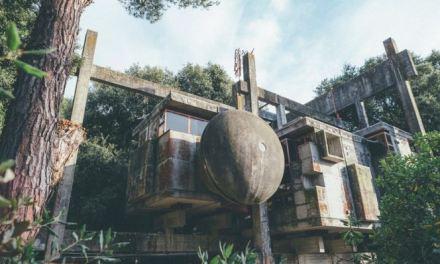 Casa albero (Fregene), progetto sperimentale di Giuseppe Perugini anni '60 che ora giace come un relitto