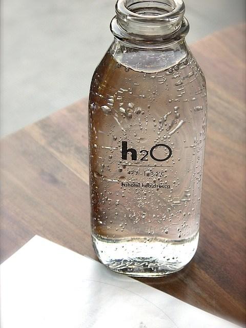 Bere troppa acqua fa male? Il caso dell'anziana ricoverata per aver bevuto troppo