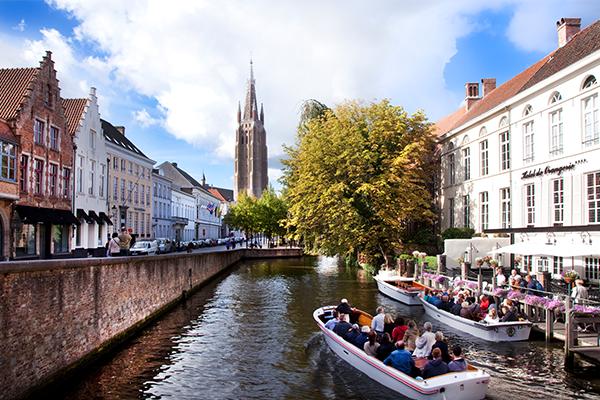 Bruges. Romantica città d'acqua e di canali