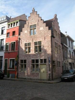 Sint-Katelijnestraat 2. Foto: Dirk Boncquet, juni 2003.