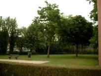 W. De Beersteeg parkje ter hoogte van het vroegere beluik. Foto: Dirk Boncquet, juni 2003.