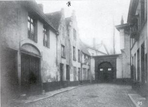 1900 - gevels en poort - zij-ingang van de Kruidtuin. Beeld: Stadsarchief Gent, opname: 1900