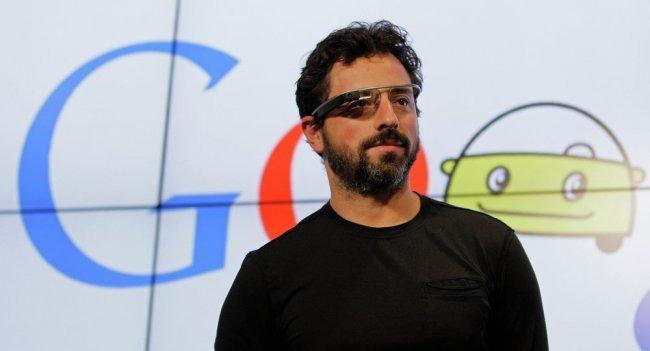 """حياتنا مهددة.. مؤسس """"غوغل"""" يحذر من """"الجانب المظلم"""" للذكاء الاصطناعي"""
