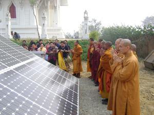 เครื่องกำเนิดกระแสไฟฟ้าพลังงานแสงอาทิตย์ (Solar Cell) ขนาดกำลังไฟฟ้าผลิต 5 kw โดยคุณเกียรติพงษ์ น้อยใจบุญ บริษัท เอกรัฐโซลาร์ เซลล์ จำกัด และครอบครัวสร้างถวาย