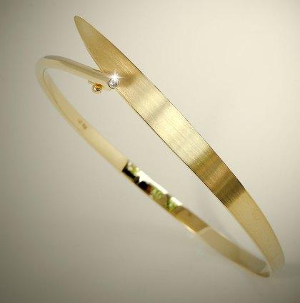 Geelgouden smeedarmband met diamant