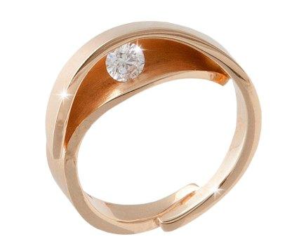 Geelgouden gesmede ring met een diamant