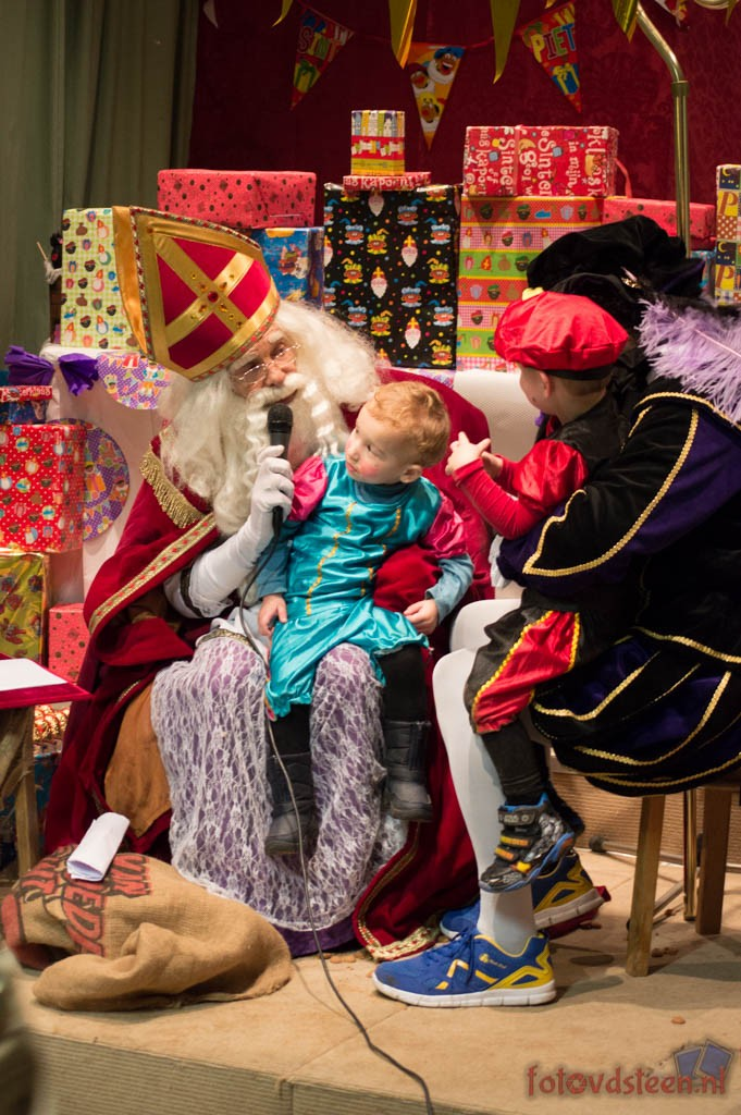 Sinterklaas op de speeltuin