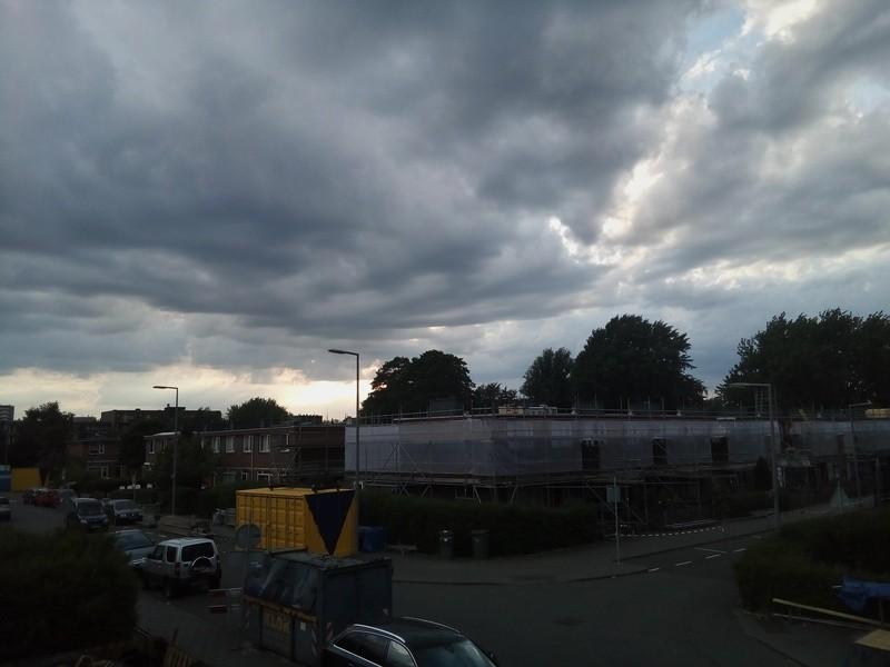 Onweer en regen boven IJsselmonde