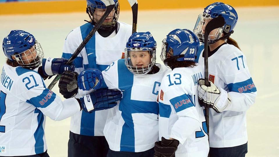 fin-womens-hockey-team-2014-sochi-usatsi_7744545_683940