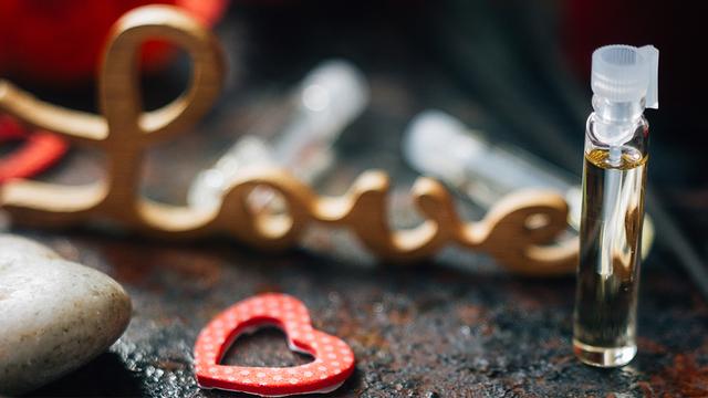 valentines-day-perfume-heart-love_1516311583260_334941_ver1-0_32059953_ver1-0_640_360_677091