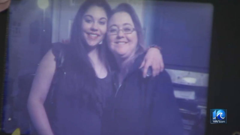 Kendra Nelson (left) and her mother Lynda Johnston_711795