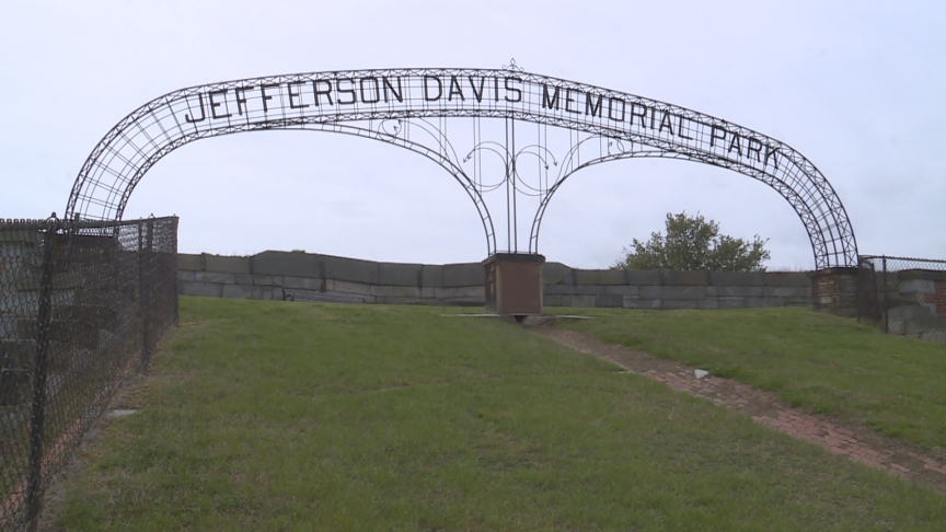 Jefferson Davis Arch Fort Monroe_1555698685624.jpg