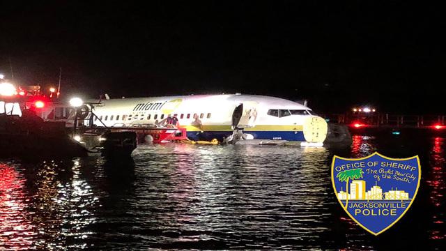 plane in water_1556940717495.jpg.jpg