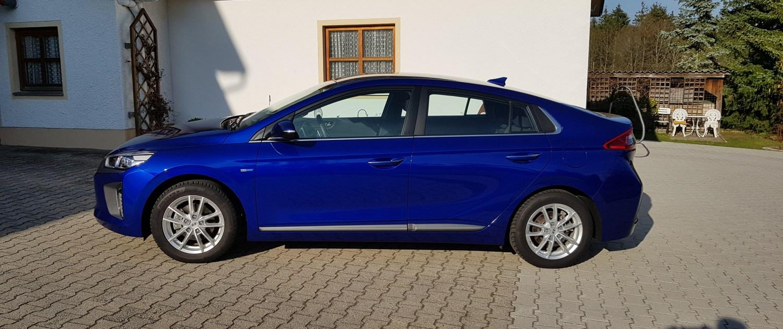 Hyundai Ioniq blau