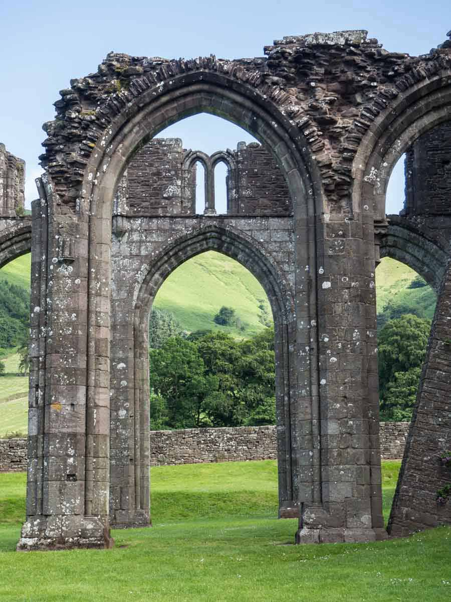 Llanthony Priory Brecon Beacons
