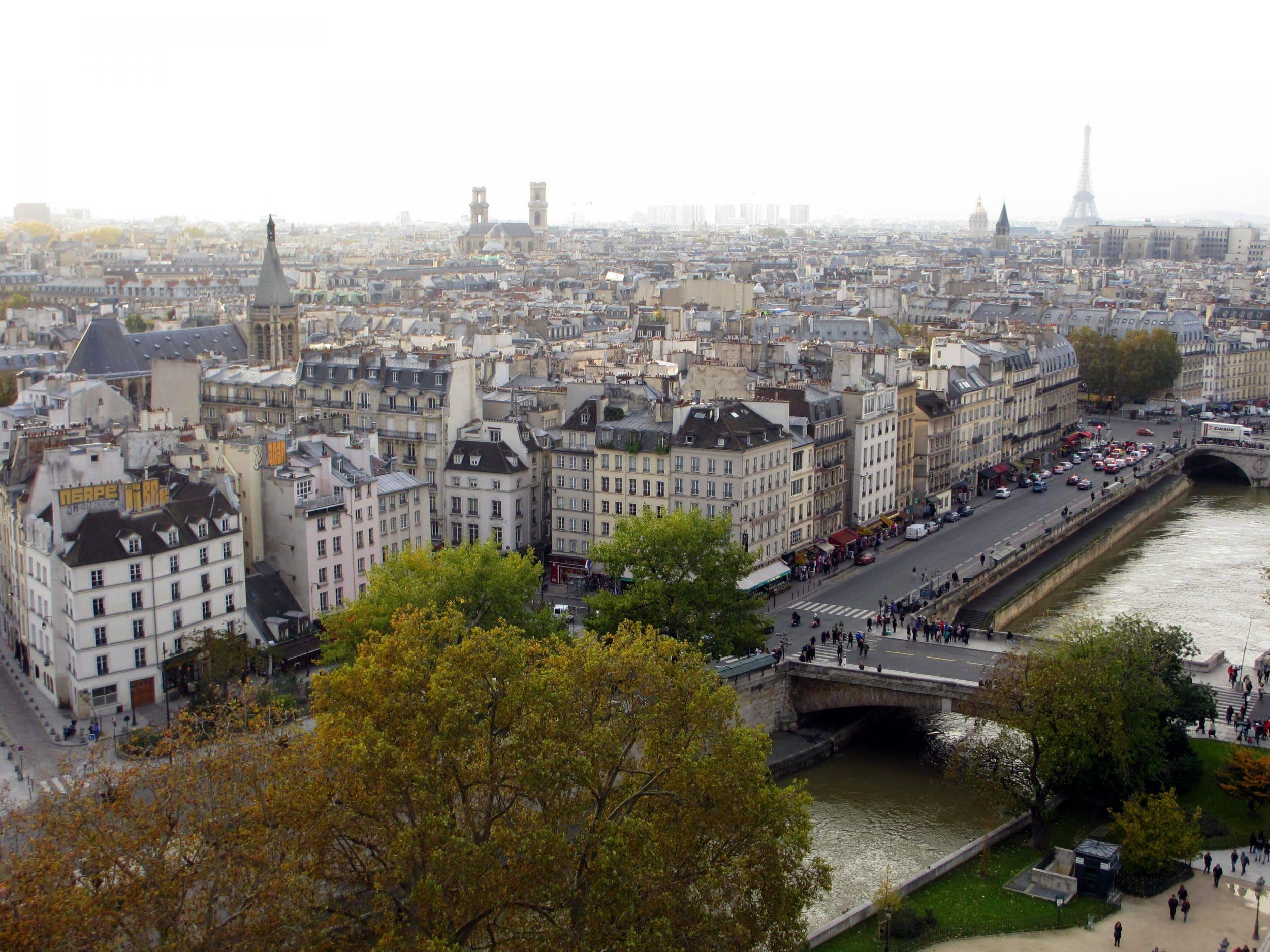 Sightseeing in Paris via Wayfaring With Wagner