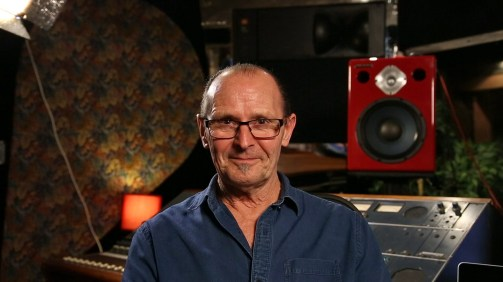 Wayne Jones: Australian premier solo bass player, writer, producer, designer and manufacturer of Wayne Jones AUDIO.