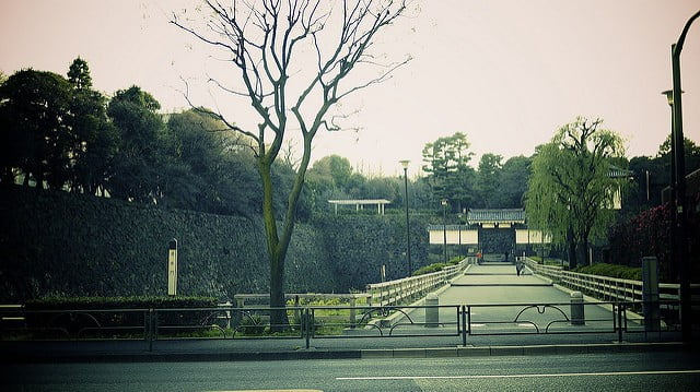 Hanzomon gate at Imperial Palace by Yosomono