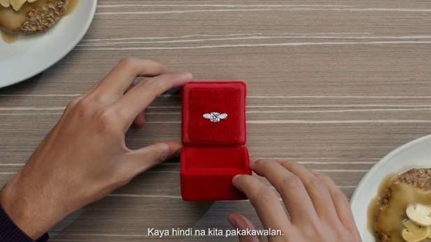 Anne Curtis finds _The One_ in Jollibee (3)