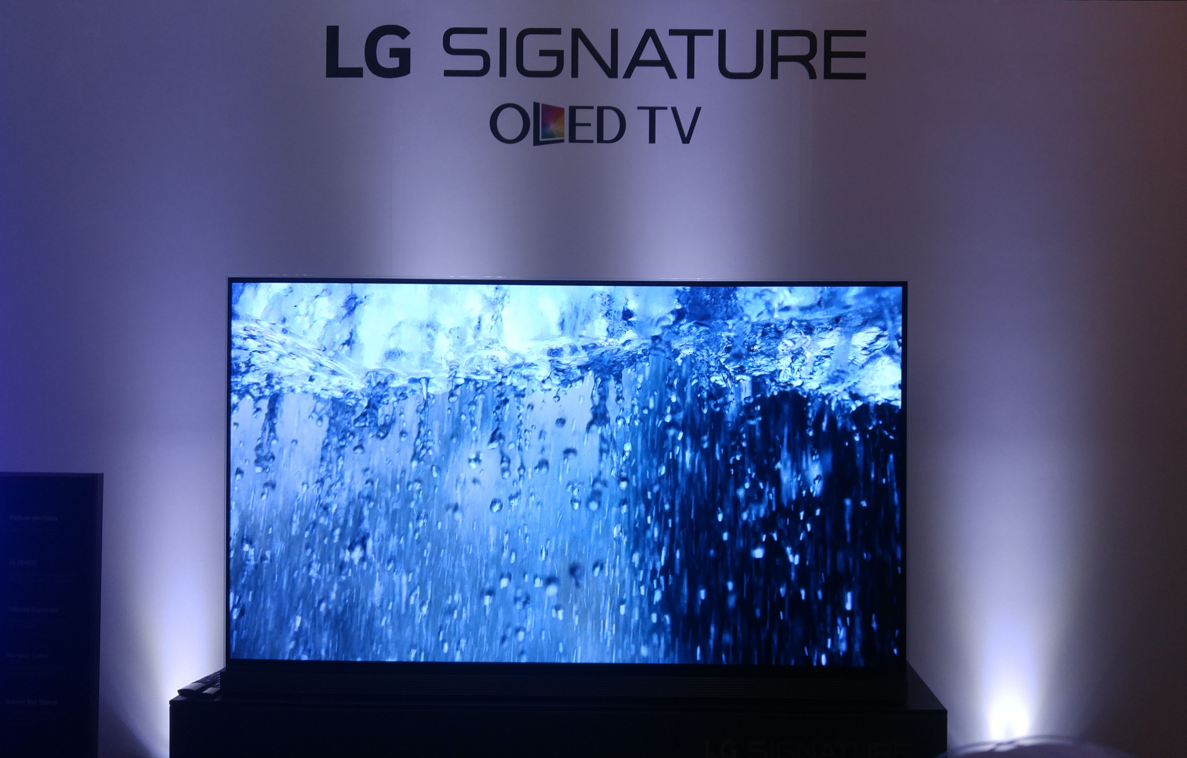 lg celebrates 5 years of lg oled tv excellence with the launch of 77 inch lg signature oled tv. Black Bedroom Furniture Sets. Home Design Ideas