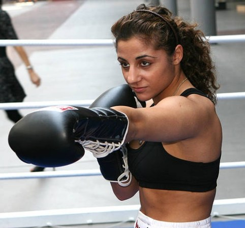 Susi Kentikian retained her flyweight  belt