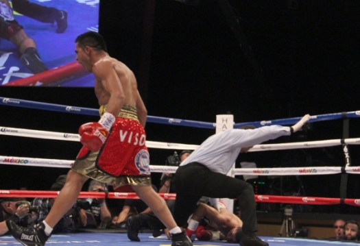 Photos: Cuellar Retains With Brutal Knockout of Juanma Lopez