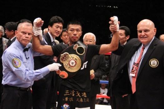 Uchiyama has an elbow injured