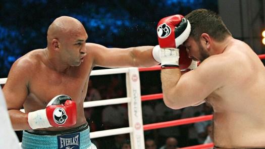 Fres Oquendo wins purse bid against Manuel Charr