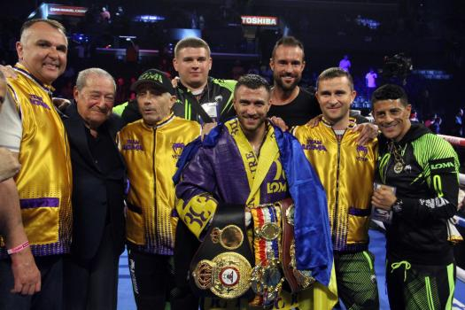 Lomachenko handles Crolla easily to retain his WBA title
