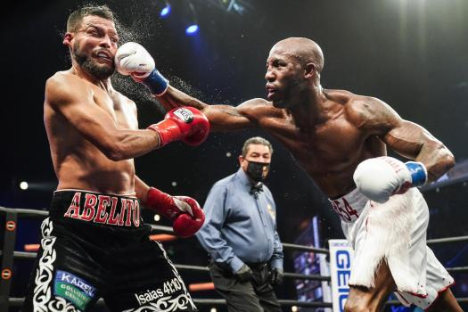 Ugás is the new WBA Welterweight Champion by beating Ramos in Los Angeles