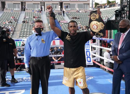 Lara knocked out Lamanna and conquered third world crown in two categories