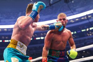 Canelo knocked out Saunders in eight rounds and sets his sights on Caleb Plant