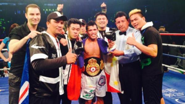 Petalcorin KOs Tello in 7 to win WBA interim light flyweight title
