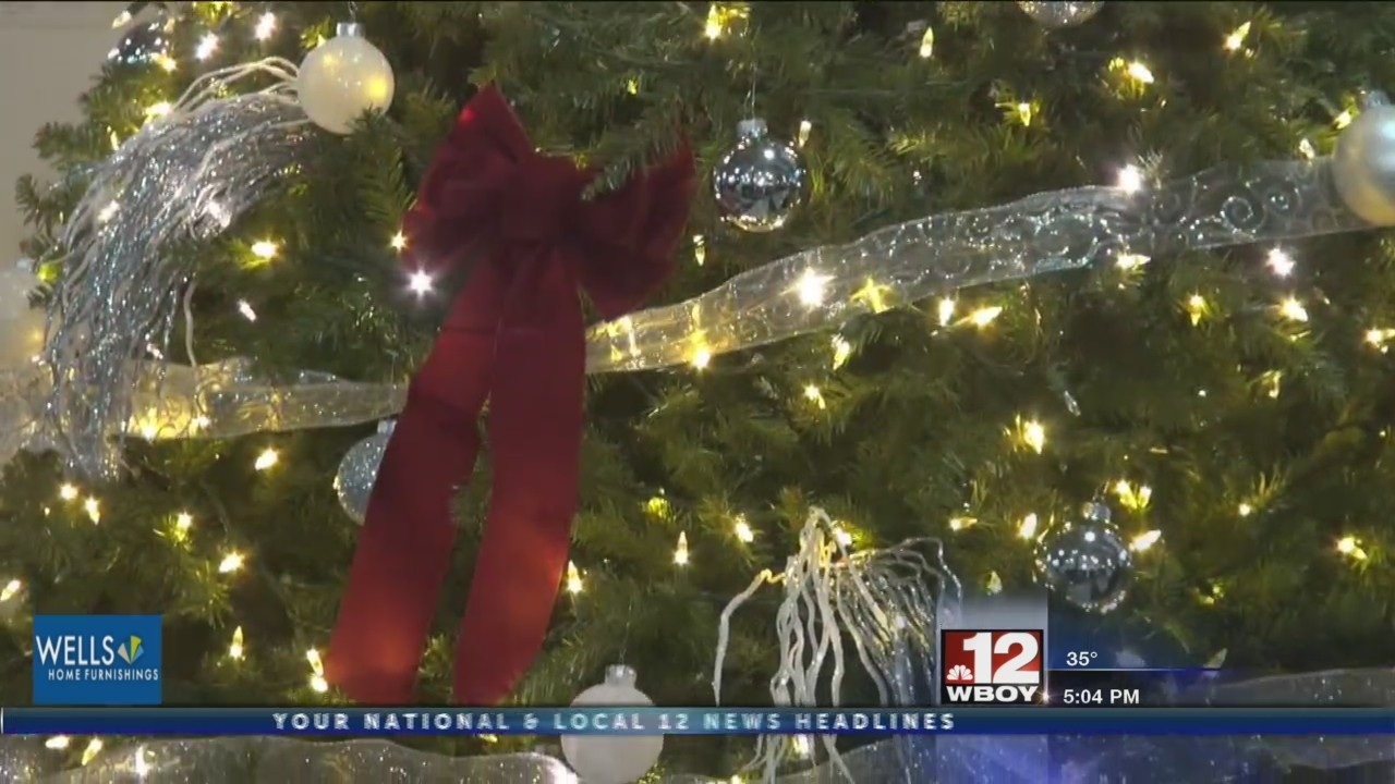 Fairmont State University prepares for holidays with annual tree lighting ceremony