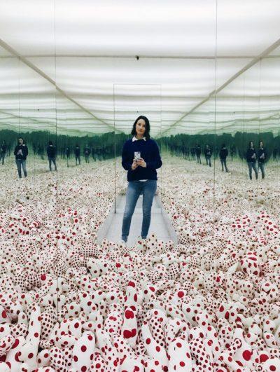 De Infinity Mirror Room – Phalli's Field van Yayoi Kusama