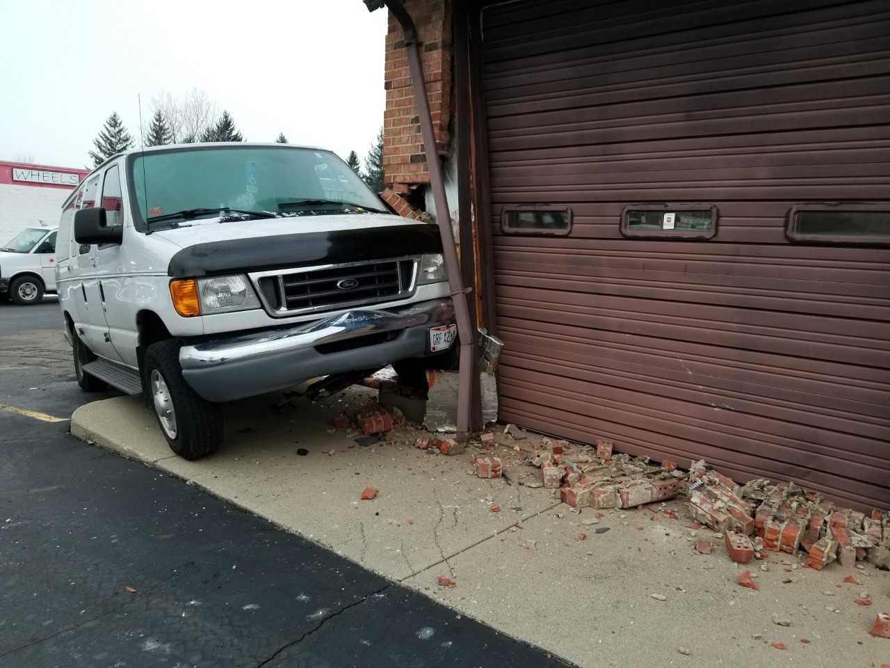 Dayton van into building 2_287498