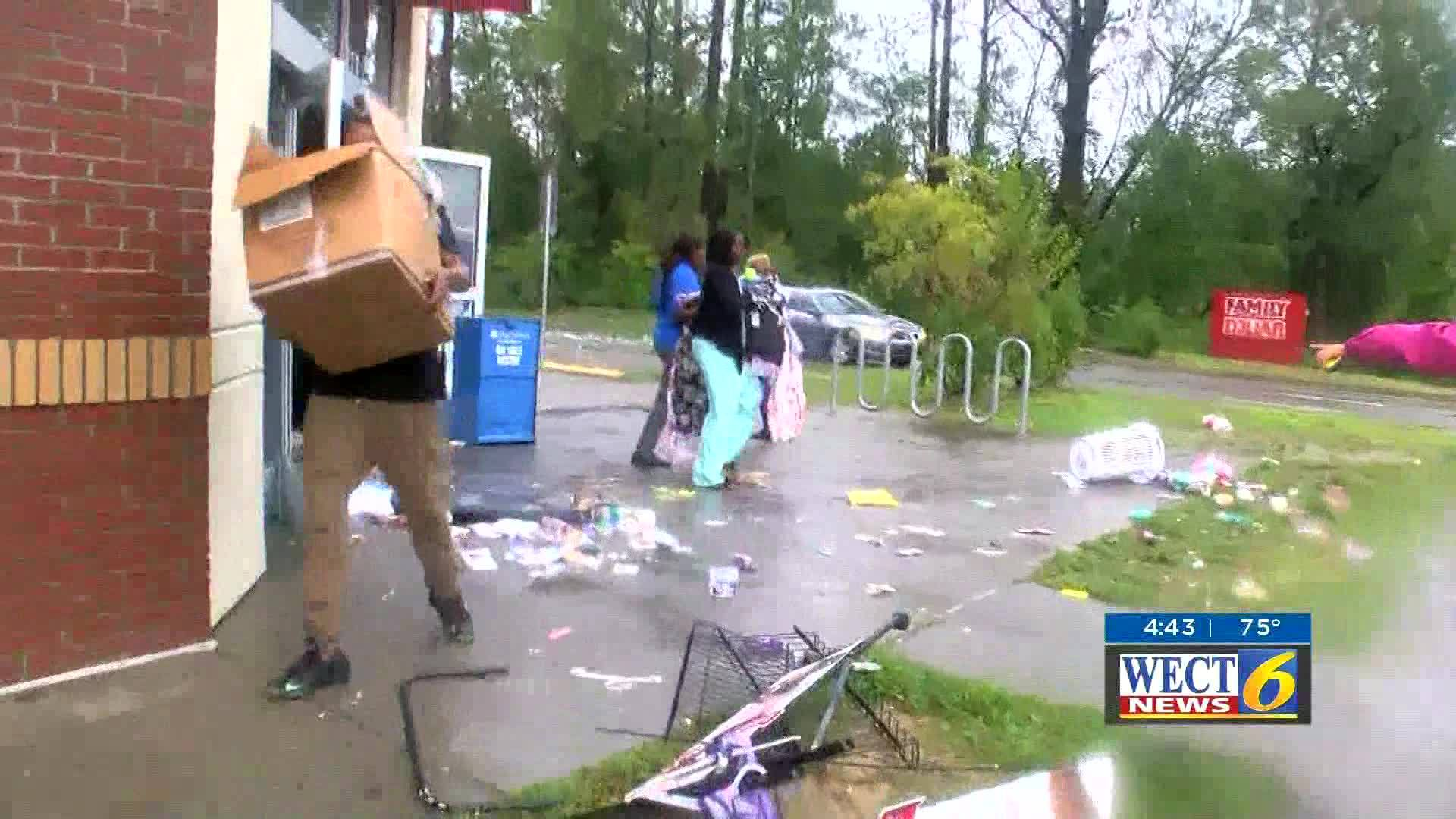 Reporter_confronts_looters_0_20180917111629-846655203