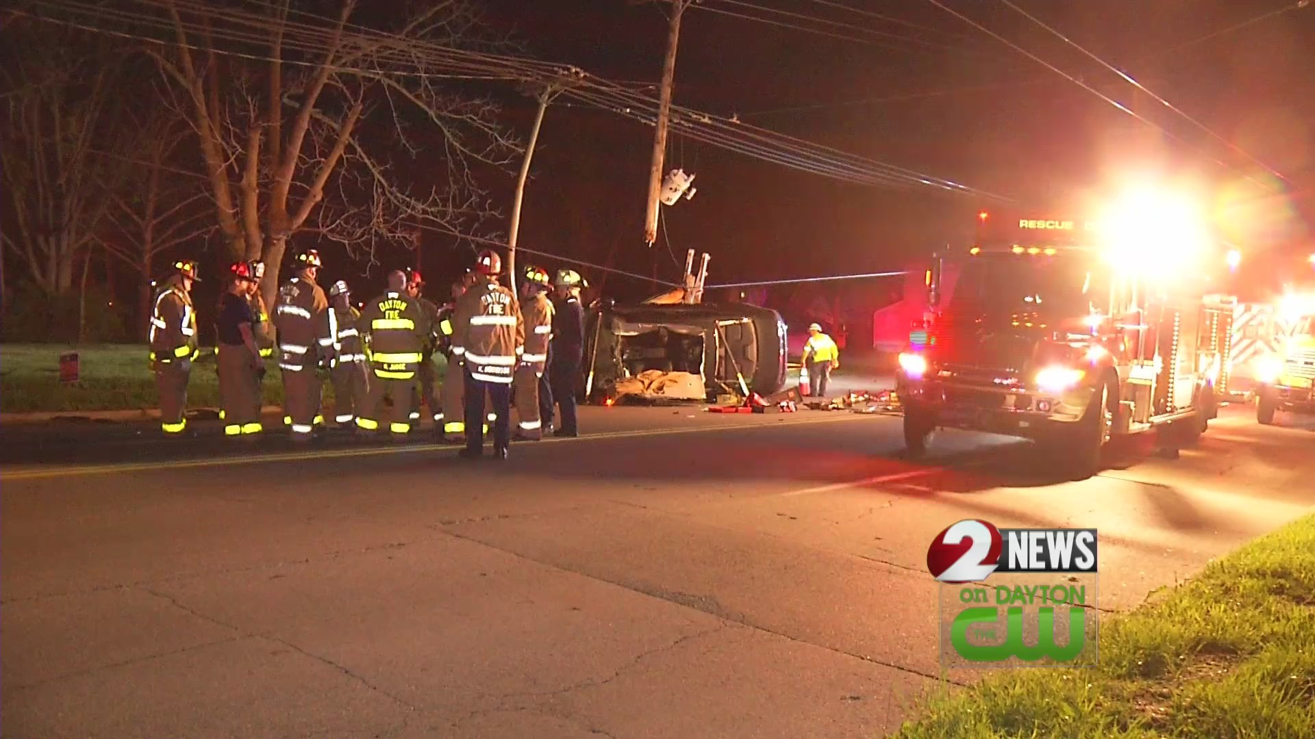 Woman trapped after 2 car crash