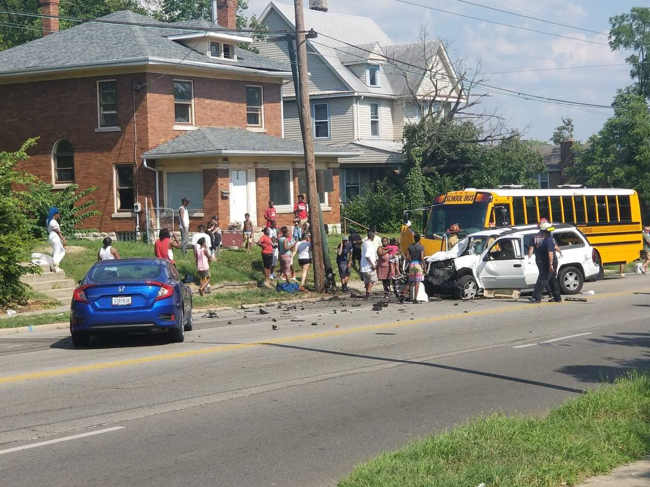 8 injured in crash between school bus, SUV | WDTN