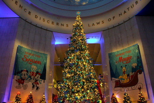 tree 8 located at the museum of science and industry in chicago in 2013 and 2014 this disney themed tree was located under the museums rotunda - Disney Christmas Trees