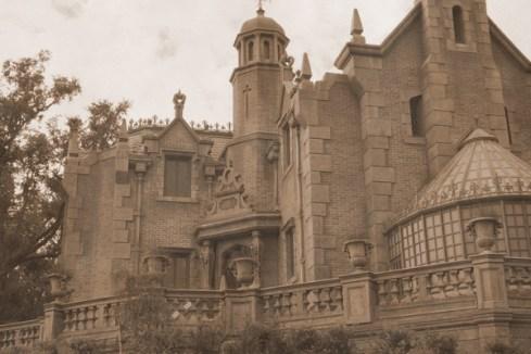 Haunted Mansion exterior - kf