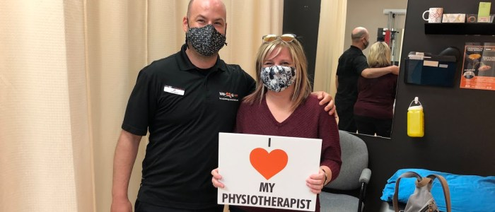 Wefixu Port Hope physiotherapy clinic physiotherapist with patient who recovered from wrist fracture