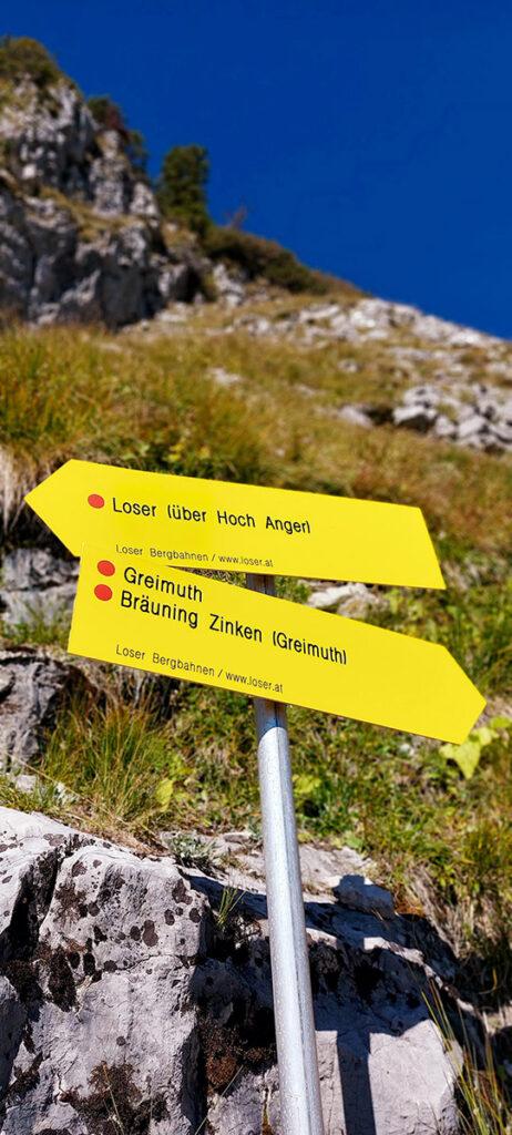 Tafeln mit Wanderwegen