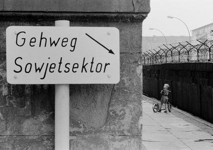 08_Hoepker_Berliner-Mauer-Wedding,-Berlin-(West).jpg