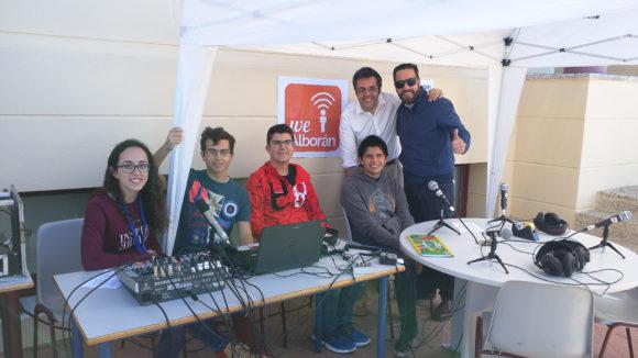 El equipo de WeAlboran durante el programa de radio en directo con motivo del OpenDay SEK 2015