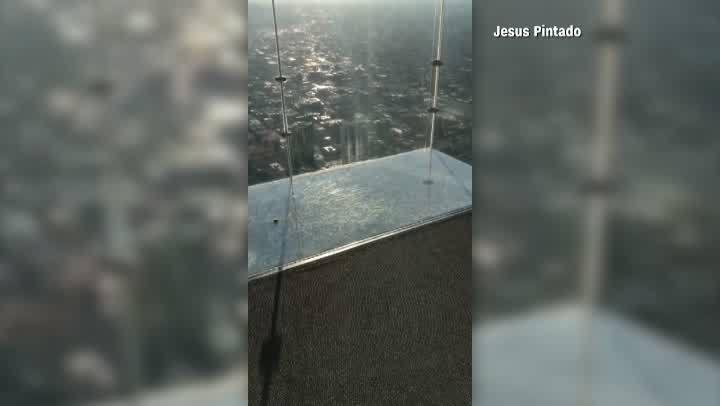 Skydeck Ledge cracks at Willis Tower